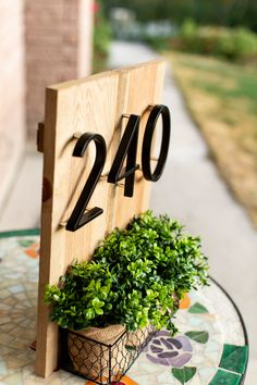 House Address Numbers, House Address Sign, Address Signs, House Number Plaques, Diy House Numbers, Modern Front Porches, Design Moderne, Home Signs, House In The Woods