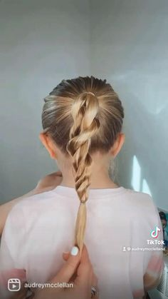 Twisted Ponytail Hairstyle Back To School Hairstyles Easy, Easy Little Girl Hairstyles, Mom Hairstyles, Everyday Hairstyles, Hairdos, Ponytail Hairstyles, Red Hair Tan Skin, Medium Hair Styles, Short Hair Styles