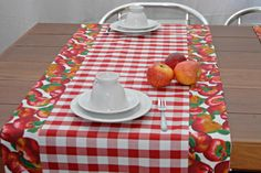 Linen Tablecloth, Table Linens, Tablerunners, Quilted Table Runners, Sewing Table, Table Toppers, Fabric Scraps, Diy And Crafts, Sewing Projects