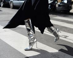 oh my God yes. Mirror, mirror: more silver accessories seen outside the S/S 2017 fashion shows, this time on Holli Rogers @holli_rogers in silver stiletto boots. Photo by @gastrochic #PFW #streetstyle #fashion