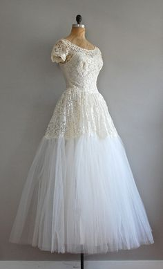1950s Lace Wedding Gown* I'm definitely living in the wrong DECADE-LOVE THIS!
