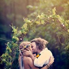 #Kiss #Ceremony #wedding #outdoorwedding #notyourordinarywedding #nyow #hippie #hippielove #hippiebride #hippiewedding #bohobride #flowercrown