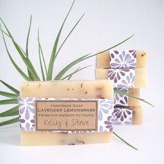 Handgemachte Seife als Gastgeschenk von The Little Flower Soap Co | Hochzeitsblog - The Little Wedding Corner
