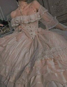 Source by Dresses princesses Ball Dresses, Prom Dresses, Wedding Dresses, Dresses Art, Long Dresses, Pretty Dresses, Beautiful Dresses, Elegant Dresses, Fantasy Gowns