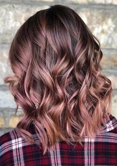 The rose brown hair color offers a multidimensional and prismatic way of revamping your tired locks. These 23 rose brown hair colors will help you choose the style that will best match your personality. Hair Color 2018, Ombre Hair Color, Hair 2018, Cool Hair Color, Unique Hair Color, Ombre Rose, Hair Color For Fair Skin, Beautiful Hair Color, Gold Hair Colors