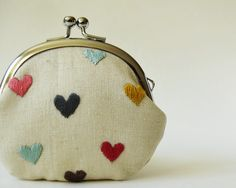 Multi-color hearts are hand-embroidered on BOTH sides of this kiss lock coin purse. The base fabric is ecru linen/cotton blend, and the… Embroidery Purse, Embroidery Patterns, Frame Purse, Embroidered Bag, Handmade Bags, Handmade Bracelets, Purses And Bags, Coin Purses, Coins