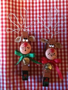 Set of 2 Reindeers Christmas Clothespins Magnets package ties country wood crafts Noel Christmas, Christmas Crafts For Kids, Christmas Projects, Winter Christmas, Holiday Crafts, Holiday Fun, Reindeer Christmas, Reindeer Craft, Reindeer Ornaments