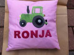 Kinderkissen mit Traktor und appliziertem Namen