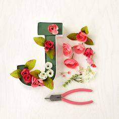 Customize a marquee letter with flowers, such an easy DIY!