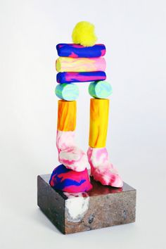Mad hatter approaches in craft are becoming more surreal and commonplace, personally I love the colour in Jordy Van den Nieuwendijk's . Diy For Kids, Crafts For Kids, Big Kids, Mood Images, Modern Artists, Inspiration For Kids, Sculpture Clay, Art Object, Contemporary Art