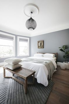 9 Simple and Modern Tricks Can Change Your Life: Minimalist Bedroom Plants Woods modern minimalist home interior.Minimalist Interior Apartment Home Decor urban minimalist interior spaces.Modern Minimalist Home Interior. Modern Minimalist Bedroom, Interior Design Minimalist, Minimalist Furniture, Minimalist Home Decor, Modern Bedroom, Minimalist Kitchen, Minimalist Living, Stylish Bedroom, Bedroom Classic