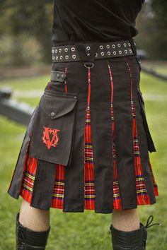 Royalist Hybrid V-Kilt - Verillas Tartan Fashion, Mens Fashion, Komplette Outfits, Cool Outfits, Scotland Kilt, Glasgow Scotland, Scottish Kilts, Scottish Culture, Kilt Pattern