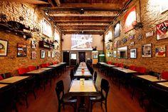Fundado em 2010, o Cine Botequim é um bar que mistura boemia e cinema. O estabelecimento exibe filmes e traz decoração cinematográfica.