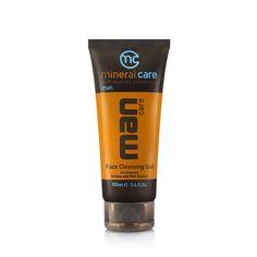 Deze verfrissende reinigingsgel reinigt het gezicht en de hals op een milde wijze, terwijl de formule stoppels helpt verzachten voor het scheren en overtollig ...