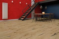 Kolor czerwony przyciąga uwagę, jest kolorem dynamiki. W aranżacji wnętrz jest odważnym wyborem. Doskonale sprawdza się we wnętrzach w stylu nowoczesnym, glamour i retro. W tym wnętrzu kolor ściany, dobór dodatków i jasna drewniana podłoga Evolution z kolekcji The Miracles stanowią spójną całość. #wnętrza #interior #inspirations #balticwood