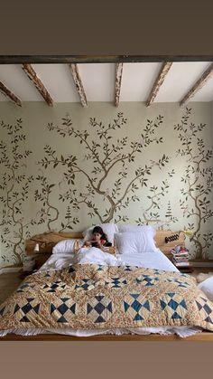 De Gournay Wallpaper with Suzie Kondi | COCOCOZY