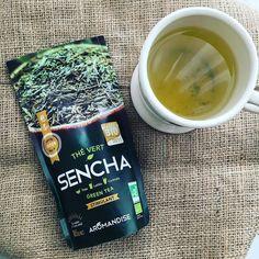 These days I drink green tea every morning. Calm and peaceful.  #greentea #thevert #sencha #organic #bio  @aromandise #meilleurproduitbio2017 #teatime #morningroutine #france #lyon #緑茶 #煎茶 #宇治茶 #グリーンティー #朝の習慣 #オーガニック #ベジタリアンライフ #ベランダカフェ #フランス #madeinjapan #japon #plantpower #plantbased #veganlifestyle #vegan #veganfoodshare #whatveganseat #plastiqueajeter #fruityvegan #peaceful