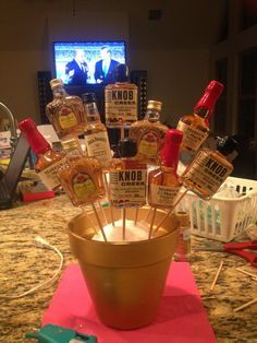 Taking Care of the Goose: How to Make a Liquor Bouquet - Emely Alcohol Gift Baskets, Liquor Gift Baskets, Diy Gift Baskets, Christmas Gift Baskets, Mini Alcohol Bottles Gifts, Mini Liquor Bottles, Alcohol Gifts, Mini Alcohol Bouquet, Liquor Bouquet