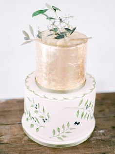Gilded rustic cake: http://www.stylemepretty.com/2015/11/03/rustic-chic-south-african-wedding/ | Photography: Rensche Mari - http://www.renschemari.com/