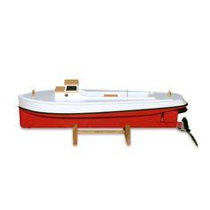 Schiffsmodellbausatz Draketail -COPAINCOPINE- Mit den liebevoll ausgearbeiteten Schiffsmodellen von SEAWORTHY SMALL SHIPS sind vergnügte Stunden am Wasser versprochen. Bevor die Boote allerdings zu Wasser gelassen werden können, heisst es selber Hand anlegen! Die beiden Bausätze beinhalten nebst allem Zubehör und dem vorgefertigten Bootsrumpf eine präzise Anleitung für den Zusammenbau, welche diesen zum Kinderspiel macht und den Traum vom eigenen Boot im Handumdrehen wahr werden lässt.