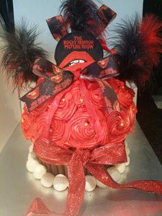 Rocky cake Wreaths, Cakes, Halloween, Home Decor, Door Wreaths, Scan Bran Cake, Kuchen, Deco Mesh Wreaths, Pastries