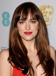 We have to say it: These celebrity haircuts are bangin'. We've rounded up the best celebrity haircuts with bangs through the ages. Dakota Johnson Hair, Dakota Johnson Style, Dakota Mayi Johnson, Celebrity Bangs, Celebrity Haircuts, Celebrity Long Hair, Gorgeous Hair, Beautiful, Anastasia