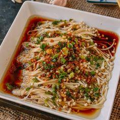 Enoki Mushrooms with Garlic & Scallion Sauce Vegetable Dishes, Vegetable Recipes, Vegetarian Recipes, Cooking Recipes, Healthy Recipes, Burger Recipes, Enoki Mushroom Recipe, Mushroom Soup Recipes, Asian Cooking