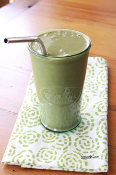 Green Oatmeal Smoothie. {that will actually fill you up and energize you}