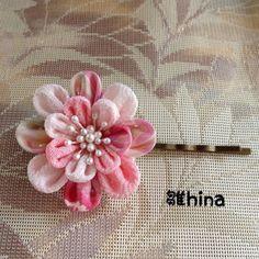 つまみ細工のヘアピン(桃)