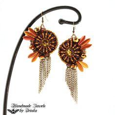 Boucles d'oreilles pendantes brodées à l'aiguille avec des perles