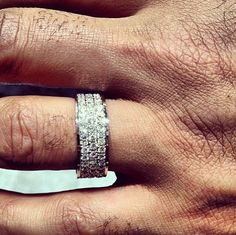 Lots of diamonds here....still, I can\'t call this ring off. It looks so nice & proper! Yeah, proper!!