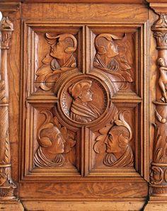 Erasmus- #Truhe  Basel, 1539 Jakob Steiner (?) Konstruktionsholz: #Linde Furnier und Schnitzwerk: Ungarische Esche, #Nussbaum // ENGLISH: The Erasmus #chest  dated 1539 Jakob Steiner(?), Basle Carcase: limewood; #veneer and carving Hungarian ash, #walnut #domestic #culture #history #wood #iron #craft #switzerland #basel #furniture #bust #moebel #antik