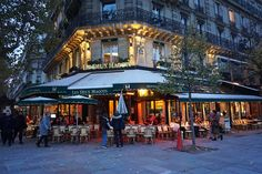 November chills in Paris - Backpack Globetrotter Les Deux Magots, Latin Quarter, Air France, Luxury Shop, Tour Eiffel, City Lights, The Neighbourhood, Restaurants, Backpack