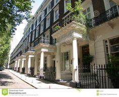 Mooien combinatie van klassiek en jaren 90 stijl bebouwing. Staat ook in Londen.
