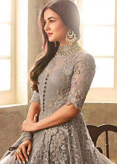 Anarkali Suits - Shop Designer Anarkali Dress Online – Page 2 – Lashkaraa Designer Anarkali Dresses, Designer Dresses, Pakistani Outfits, Indian Outfits, Trajes Anarkali, Party Wear Dresses, Bridal Dresses, Stylish Dresses, Fashion Dresses