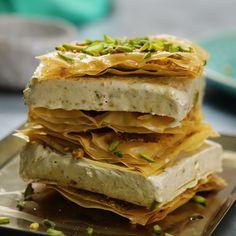 Baklava Ice Cream Sandwiches Your favourite Baklava dessert just got an upgrade! Fancy Desserts, Köstliche Desserts, Frozen Desserts, Sweets Recipes, Delicious Desserts, Cooking Recipes, Plated Desserts, Vegetarian Turkish Recipe, Turkish Soup Recipe