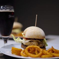 Iniziamo il weekend con hamburger!! #burger #brie #cucumber #pepper #mustard #bacon #foodporn #takeawayfood #goodmoment #yummmmm #foodphotographer #fujilovers
