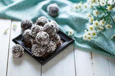Lunchbox Friendly Chocolate Bliss Balls — The Well Nest Healthy School Snacks, Healthy Vegan Snacks, Cacao Cru, Chocolate Clusters, How Much Sugar, Homemade Generator, Bliss Balls, Vanilla Protein Powder, Energy Balls