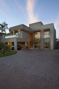 Residencia DF is located in São Paulo, Brazil and was designed by Pupo Gaspar Arquitetura. The home is all warm elegance, with rich woods and earthy colors all around. Photos courtesy of Pupo Gaspar Arquitetura Share your Thoughts Facade House, Contemporary Decor, Contemporary Stairs, Contemporary Building, Contemporary Cottage, Contemporary Apartment, Contemporary Wallpaper, Contemporary Chandelier, Contemporary Landscape