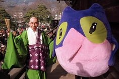 Japanese priest Taka-Kazu Fukushima poses with a Snowlet, a Nagano Olympic mascot, at the Zenko Temple in Nagano. (Photo by Pawel Kopczynski/Reuters)
