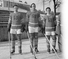 Maajoukkuemiehiä Koulukadulla uusissa leijonapaidoissa 1948. Ice Hockey Teams, Hockey Players, Hockey Girls, Hockey Mom, Finland Culture, Pittsburgh Penguins Hockey, Jonathan Toews, New York Rangers, Montreal Canadiens