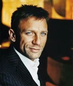 DanieL Craig. I can pin pictures of him all day long