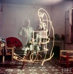 Picasso,1949 #lightpainting