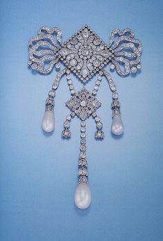 CARTIER Clive Kandel  Cartier Paris Garland Style Diamond Pearl Devant de Corsage