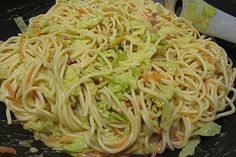Spitzkohl-Nudelpfanne mit Kokosmilch Pointed cabbage noodle with coconut milk 1 Easy Chinese Recipes, Asian Recipes, Mexican Food Recipes, Healthy Recipes, Ethnic Recipes, Pork Chop Recipes, Meatloaf Recipes, Pasta Pan, Vegetable Drinks