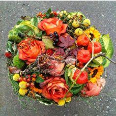 Яркий и жизнерадостный осенний букет😉🌺 #katariosdecor #decor #handmade #mysolutionforlife #декор #bouquet #flowers #instaflower #букет #design #ручнаяработа #vsco #vscocam #autumn #vscogood #photooftheday #igdaily #florist #picoftheday #instamoment #instamood #instagood #осень #флорист #флористмосква