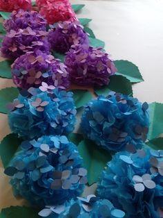 いわゆる ありきたりな アジサイの花のクラフト工作はもう 飽きた…おりがみで作る 四角っぽいやつとか、なんとも平面なやつとか、だって、違うじゃない 本物は...