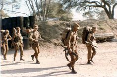 SADF foot soldiers during border war. Military Art, Military History, Once Were Warriors, Army Day, Brothers In Arms, Military Pictures, Korean War, African History, Special Forces