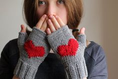 10 VALENTINES SALE...Heart gloves gray gloves by beyazdukkan, $23.40#valentines day#heart gloves