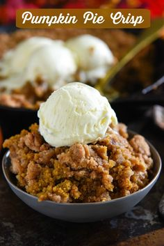 Pumpkin Pie Crisp: this easy fall dessert is made with a creamy pumpkin pie fill. - Pumpkin Pie Crisp: this easy fall dessert is made with a creamy pumpkin pie filling and a crunchy g - Pumpkin Pie Crisp Recipe, Easy Pumpkin Pie, Pumpkin Spice Latte, Pumpkin Crisp, Easy Pumpkin Recipes, Pumpkin Pie Muffins, Pumpkin Pecan Cobbler, Pumpkin Pie Fillings, Pumpkin Cheesecake